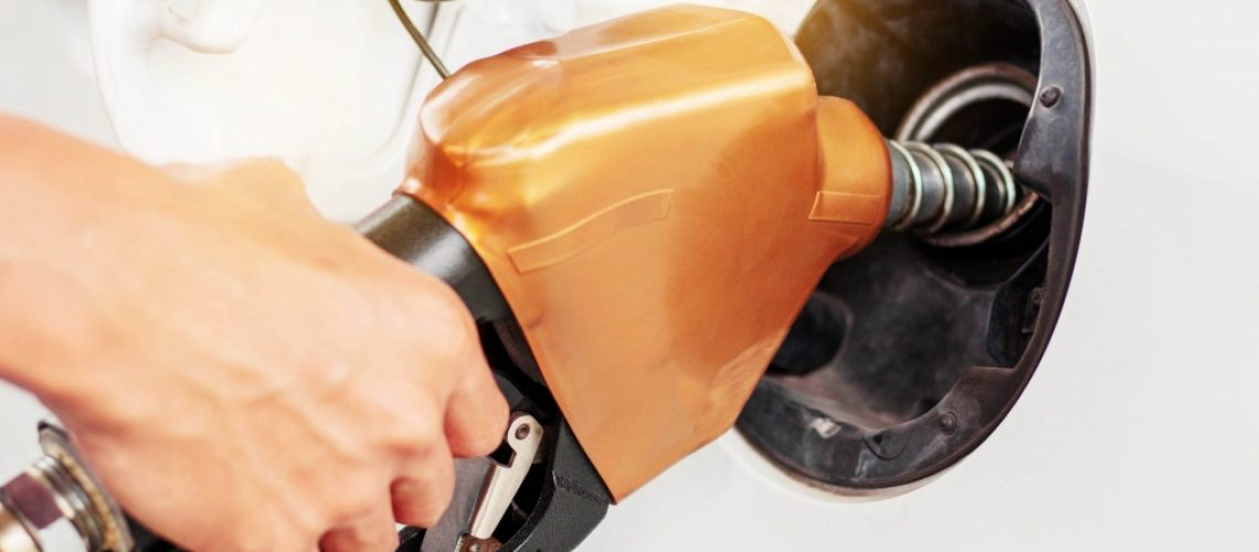 hands-dispensing-fuel-for-cars-PDWA6NW-1024x683